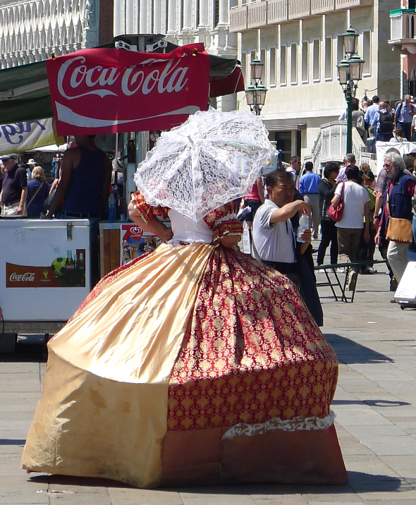 7b-coca-cola-barock-ulrike-theusner-venedig.